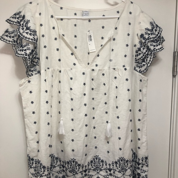 Old Navy Tops - Old Navy Embroidered shirt